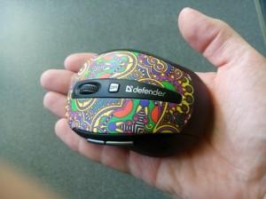 мышь Defender to-go MS-585 на руке